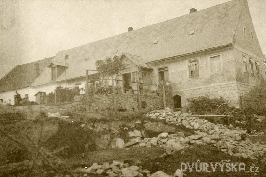 Farma Dvůr Výška - Historie